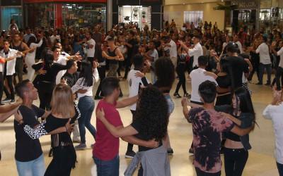 Electrizante FlashMob puso a vibrar a todos en Sambil Paraguaná