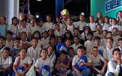 SAMBIL PARAGUANÁ RINDE HOMENAJE AL ESFUERZO DE 60 ESTUDIANTES
