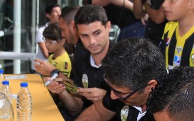 Deportivo Táchira firma autógrafos en Sambil
